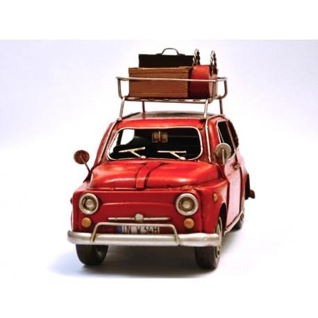 Fiat 500 rouge, en fer peint