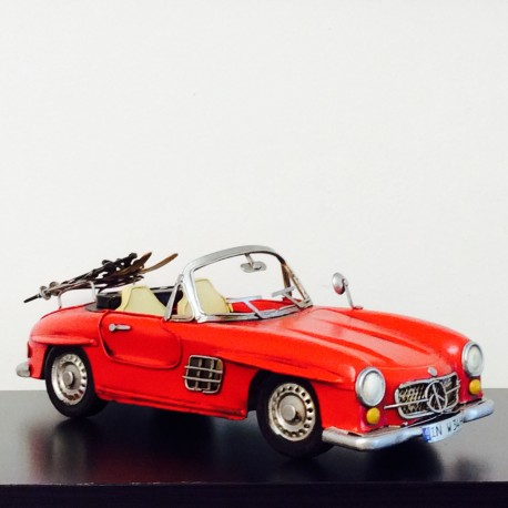 Mercedes Gulling rouge décapotable en fer peint