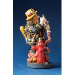 """Figurine Profisti """" Le Pompier en Opération de sauvetage"""" en résine peinte. Petit modèle"""