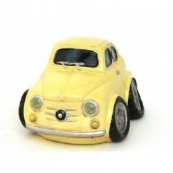 Voiture miniature avec un petit air de Fiat 500 beige